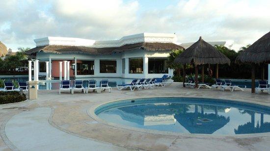 Grand Riviera Princess All Suites Resort & Spa: piscine pres du buffet