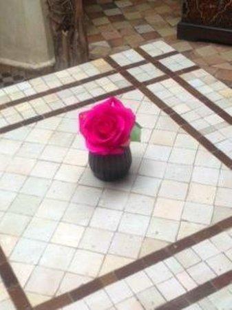 Riad Zayane: Courtyard dining area