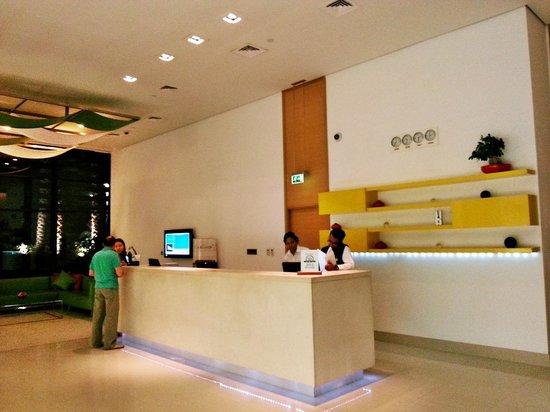 Park Inn by Radisson Abu Dhabi Yas Island: Reception.