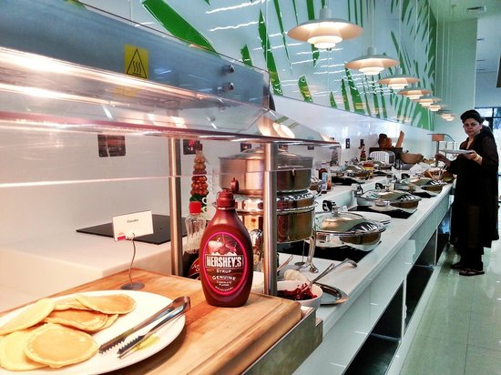 Park Inn by Radisson Abu Dhabi Yas Island: The Breakfast