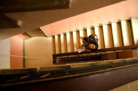 Hostal Leonel: Vista interior del edificio
