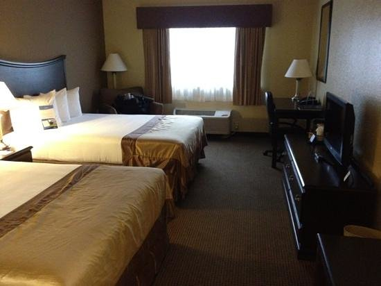 Baymont Inn & Suites Decatur: room