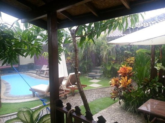 Andy's Surf Villa and Bungalows: A bit rainy, but the view from my verandah
