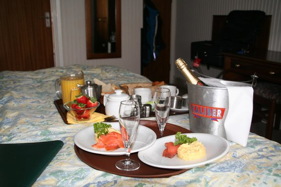 Le Chene Hotel : champagne ontbijt