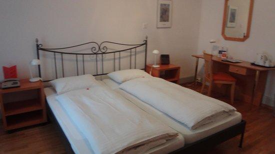 Carlton-Europe Hotel: quarto 261 - cama