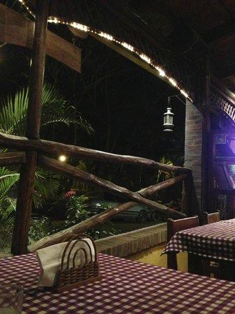 L'Angolo: Algunas mesas dan directamente a la calle