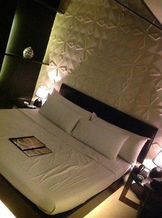 "Victoria Court Cuneta Motorist Lodge : uncomfortable ""futon"" type bed"