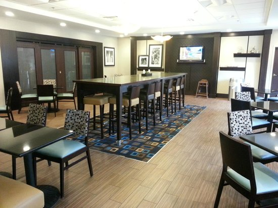 Hampton Inn and Suites Cleveland Airport / Middleburg Heights: Dining