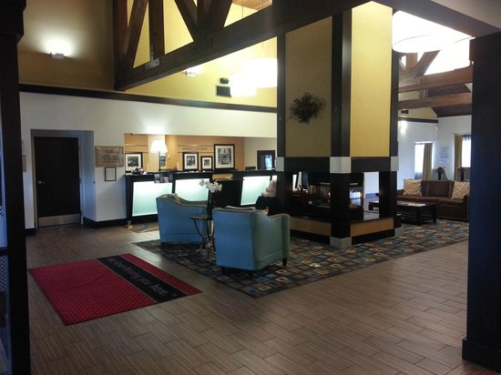 Hampton Inn and Suites Cleveland Airport / Middleburg Heights : Lobby