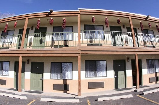 Santa Fe Sage Inn: Exterior of building A