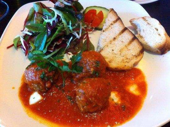 Moda Italian Restaurant: Meatballs are divine