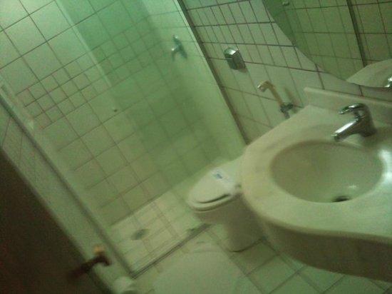 Himmelblau Palace Hotel: banheiro limpo