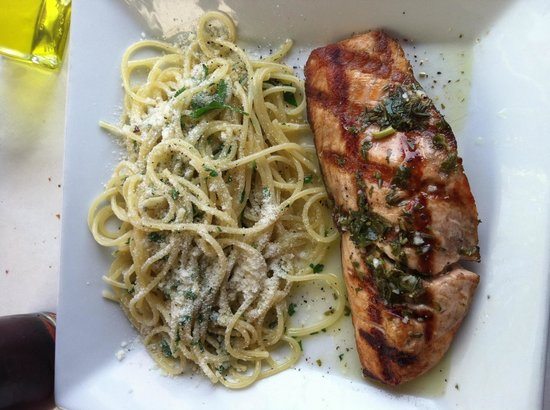 Cafe Sole: Grilled salmon and pasta