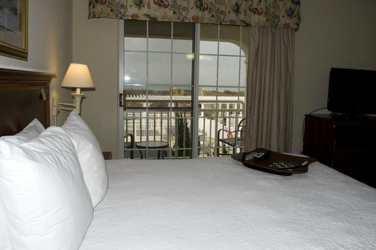 Hampton Inn & Suites Outer Banks/ Corolla: Room 226