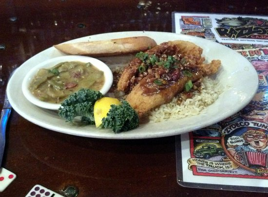 Razzoo's Cajun Cafe: Pecan Catfish!