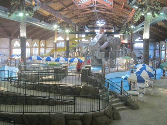 Seven Clans Hotel Indoor Waterpark Thief River Falls Pool1