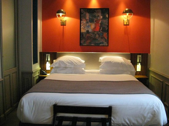 Hotel Verneuil Saint-Germain: Bed in room 302