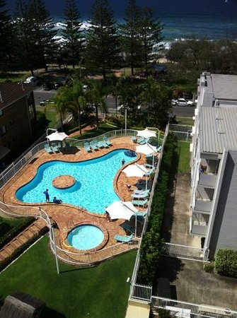2nd Avenue Apartments: outdoor pool