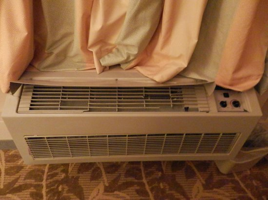 Airport Inn: air conditioner heater