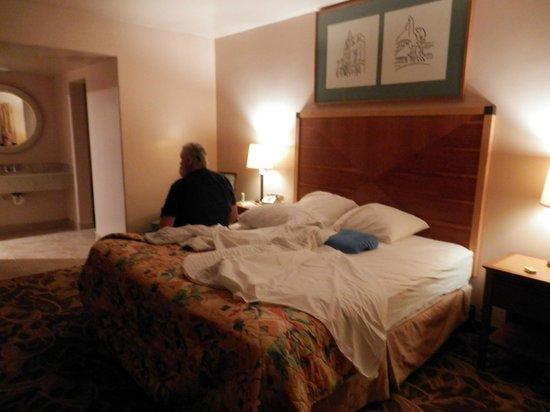 Airport Inn: bedroom