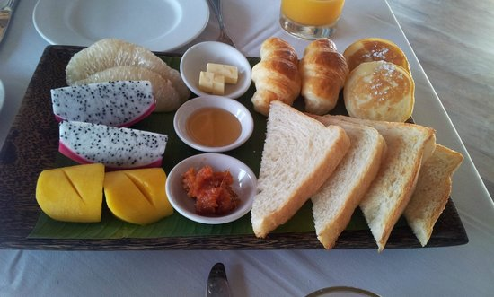 Navutu Dreams Resort & Wellness Retreat: Breakfast spread (that's not all!)