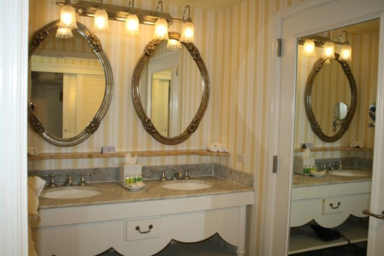 Disney's BoardWalk Inn: Bathroom