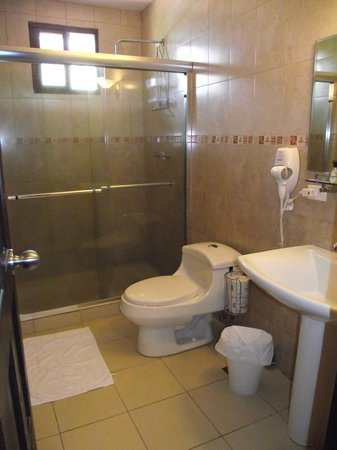 Manglar Lodge: Our bathroom