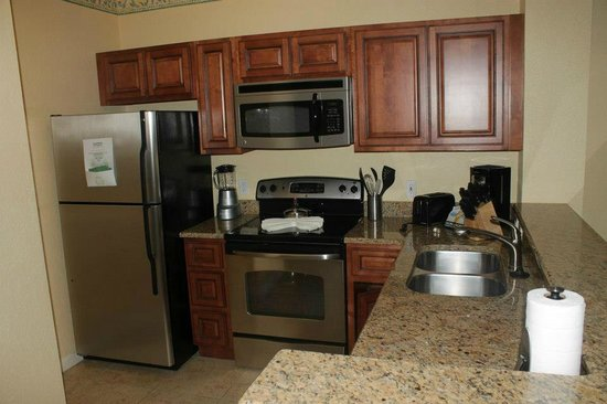 Orlando's Sunshine Resort: The Kitchen