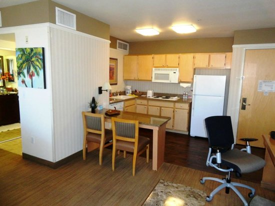 Gainey Suites Hotel: Kitchen