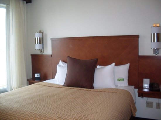 Hyatt Place Charleston Airport and Convention Center: King bed