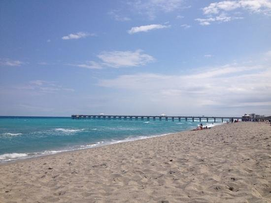 Juno Beach Pier: at a distance from our spot on the beach