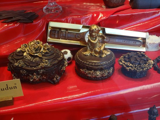 Michael Chaudun: Choco' molds and carvings