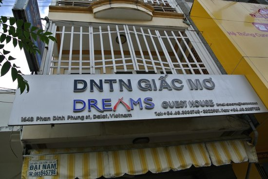Dreams Hotel: Front of hotel