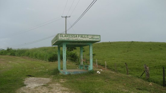 Clarissa Falls Resort: Bus stop - We're here!!!!