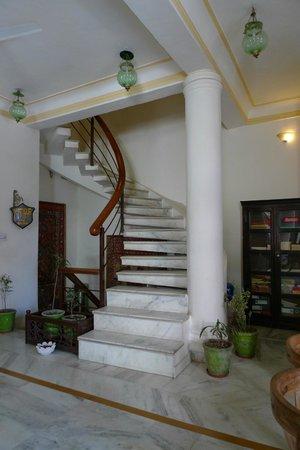Pratap Bhawan: steep winding steps, no lift