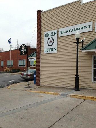 Uncle Buck's Family Restaurant: Exterior