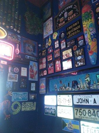 Monday Blue: Gawdy decor for Gawdawful food