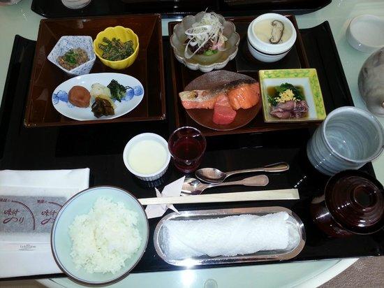 Hotel La Suite Kobe Harborland: 和定食のルームサービス