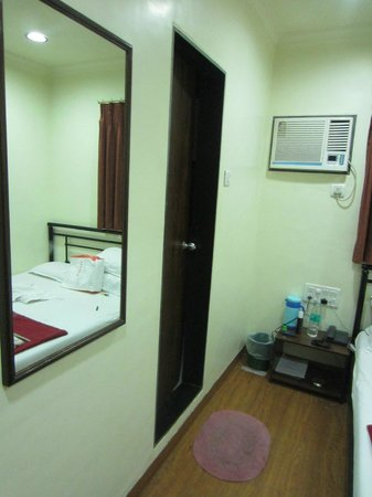 Hotel Kumkum : Room with attached Bath