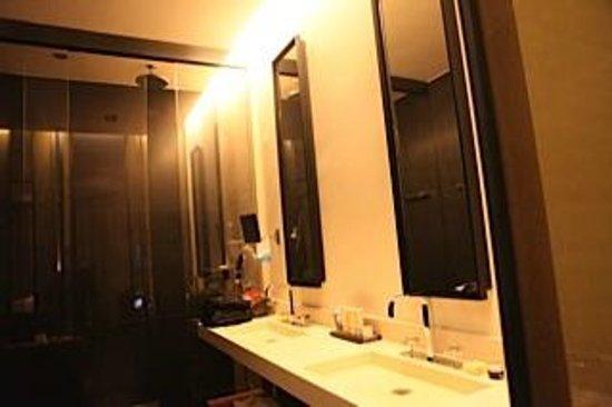 Le Metropolitan, a Tribute Portfolio Hotel: Bathroom