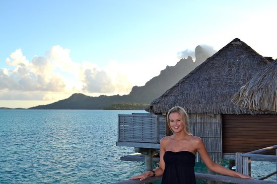 Four Seasons Resort Bora Bora: Headed to dinner. sunset on the deck was beautiful as well