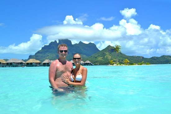 Four Seasons Resort Bora-Bora : Us beside the beach area with Mt. Otemanu in the background
