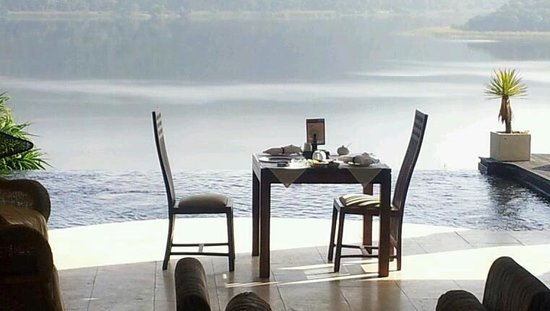 Lodge On The Lake & Wellness Spa: Breakfast....magical view!