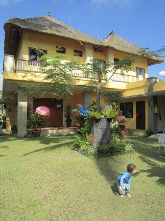 Villa Aruna: Courtyard entrance - very private