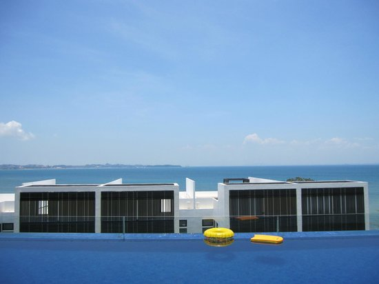"Nongsa, Indonesia: ""Infinity"" Pool in the villa"