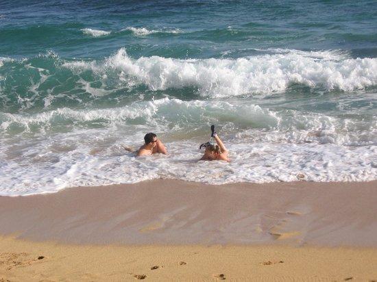 Hanalei Colony Resort: Enjoying a little body surfing...