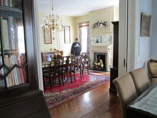 Amethyst Garden: dining room