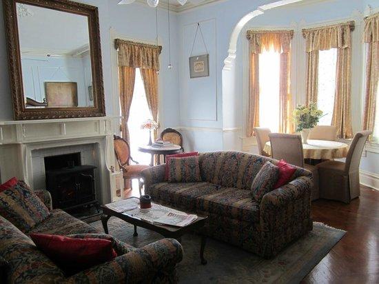 Amethyst Garden: parlor