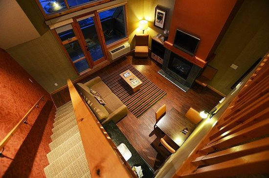 Fox Hotel & Suites: Looking down from loft to living room/ kitchenette