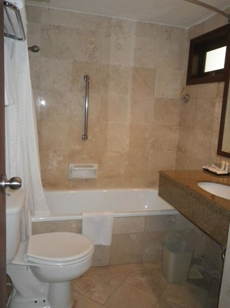 Holiday Inn Resort Batam: Master Bedroom Bath room